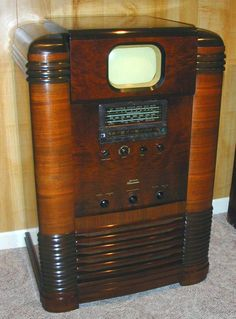 Tillman County Chronicles The RCA premiered at the 1939 World's Fair Vintage Television, Television Set, Radios Retro, Old Stove, Antique Radio, Tv Sets, Cuba, Digital Tv, Nostalgia