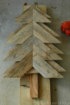 DIY Rustic Pallet Tree