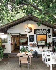Cafe Shop Design, Coffee Shop Interior Design, House Design, Outdoor Restaurant, Cafe Restaurant, Restaurant Design, Cozy Coffee Shop, Small Coffee Shop, Coffee Shops