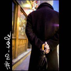 No tale #skantzman #no_tale #paris #france #colour #kodakchrome #digital #manolisskantzakis #x100 #man #ombrela