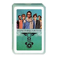 Wohl am besten das Berliner Hipsterquartett, Kartenspiel, bestehend aus 32 Spielkarten. Dann können sich die Hipster gegenseitig battlen. Jeder weiß doch wer die Coolsten im ganzen Land sind, ja kl…
