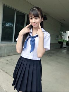 School Uniform Fashion, Japanese School Uniform, School Girl Outfit, School Uniform Girls, Girls Uniforms, Cute Asian Girls, Beautiful Asian Girls, Cute Girls, Cool Girl