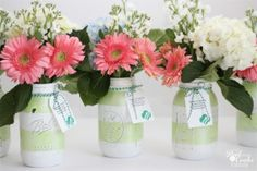 #GiftIdeas - Make gorgeous Mason jar vases. Add fresh flowers and a Thank You tag....awesome gift! #MasonJars #Crafts #DIY #RealCoake