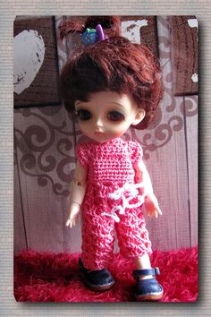 crocheted overalls of cotton yarn hand knit sweater, button fastening. Hand Knitted Sweaters, Bjd, Hand Knitting, Doll Clothes, Overalls, Dolls, Yellow, Crochet, Cotton