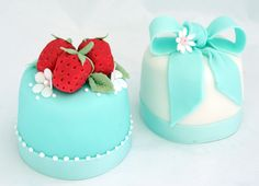 Mini cakes with strawberries, blossoms and bows.  Too, too sweet!