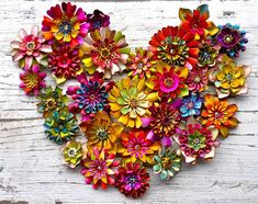 wednesday 3 o'clock: happy new twentythirteen Pine Cone Art, Pine Cone Crafts, Pine Cones, Tin Can Crafts, Paper Plate Crafts, Diy And Crafts, Summer Crafts, Fall Crafts, Pine Cone Flower Wreath