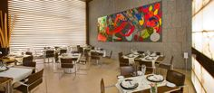 Hotel Silken Puerta Valencia - Restaurante Puerta Valencia. A la excelente gastronomía que ofrecemos en nuestro restaurante, le añadimos una moderna decoración, en la que destaca una obra de gran formato del artista Javier Mariscal. http://www.hoteles-silken.com/hoteles/puerta-valencia/restaurantes/