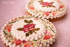 Decorando galletas con papeles comestibles {Foto Tutorial}  http://dolcesentiredolci.blogspot.com.es/p/papeles-comestibles.html