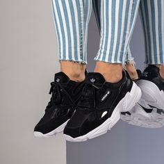 Discover recipes, home ideas, style inspiration and other ideas to try. Asics Onitsuka Tiger, Look Adidas, Baskets, Oufits Casual, One Banana, Boost Your Metabolism, Reebok, Ideias Fashion, Jogging