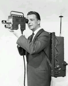 Mobile video live broadcast camera for Video Vintage, Vintage Tv, Vintage Movies, Old Cameras, Vintage Cameras, Phone Photography, Video Photography, Phone Projector, Vintage Television