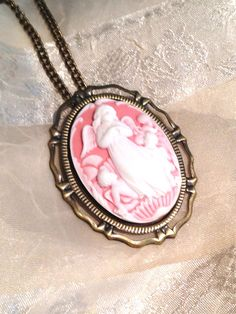 Necklace vintage cameo boutique