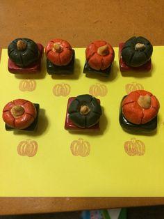 かぼちゃはんこの持ち手を陶芸で作りました(๑´•.̫ • `๑)。