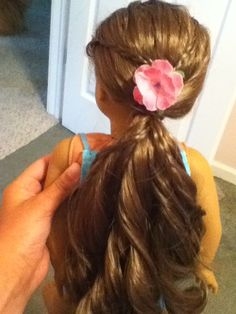 Here is a great hairstyle for the dolls to choose from during our spa AG party! (doll style Source by Ag Doll Hairstyles, American Girl Hairstyles, Great Hairstyles, American Girl Parties, American Girl Crafts, American Girls, Baby Doll Hair, Ag Hair Products, For Elise