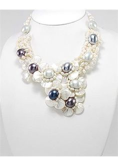 Flower Mother of Pearls Necklace In Zinc