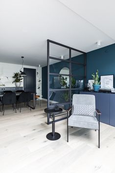 Room Decorating – Home Decorating Ideas Kitchen and room Designs Blue Walls, Interior Inspiration, Interior Ideas, Home And Living, Living Room Decor, New Homes, Dining Table, Flooring, Interior Design