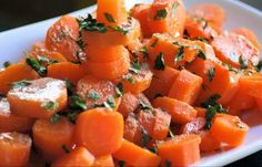 Fuente: recetasfaciles.co Necesitamos 300 gramos de agua 1000 gramos de zanahorias (peladas y cortadas en rodajas de unos 2 mm) 1 di... Le Chef, Middle Eastern Recipes, International Recipes, Cantaloupe, Sweet Potato, Healthy Life, Catering, Buffet, Salads