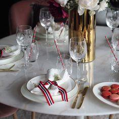 ✨HURRA✨Det er fredag og det feirer vi med 40% på elegante Nathalie Gull. Et delikat og klassisk servise i benporselen. Her har @baremalin…