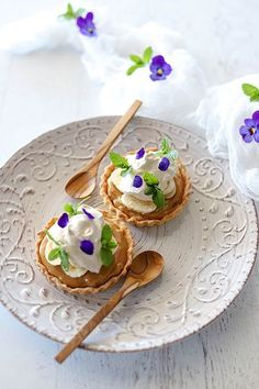 Banoffee Tarts with Banana & Cassia Cream - Temptation For Food - Valentines Day Romantic Dinners Pudding Desserts, Dessert Recipes, Dessert Tarts, Banoffee Tart, Tart Filling, Flan Recipe, Sweet Pie, Romantic Dinners, Dessert For Dinner
