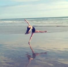 Maddie on the beach for her photoshoot with Sharcookie ✨