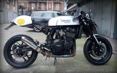 Triumph 900, Triumph Cafe Racer, Cafe Racer Motorcycle, Triumph Motorcycles, Cars And Motorcycles, Cafe Racers, T 300, Moto Cafe, Xjr