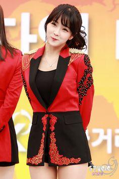Hyun Young, Girl Bands, Pop Group, Kpop Girls, Dancer, Rainbow, Blazer, Collection, Tops
