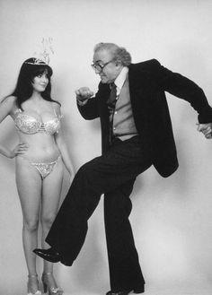 Donatella Damiani e Federico Fellini sul set di La città delle donne di Federico Fellini, 1980