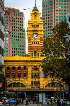 mel-bun architecture: flinders street station melbourne city centre   april 2015 Copyright © Daraus M. All rights reserved