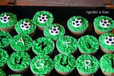 Soccer Cupcakes Cupcake Party, Cupcake Ideas, Cupcake Cookies, Frosting Recipes, Cupcake Recipes, Soccer Cupcakes, Eat Dessert First, Sprinkles, Rome