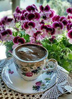 Good Morning Coffee Gif, Coffee Break, I Love Coffee, My Coffee, Coffee Cafe, Coffee Drinks, Coin Café, Tea And Books, Breakfast Tea