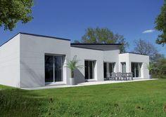 Découvrez les plans de cette une maison spacieuse et moderne sur www.construiresamaison.com >>>