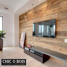 For a barn wooden wall cladding a wood cupboard Rustic Wood Walls, Wooden Walls, Barn Wood, Wood Wood, Small Space Interior Design, Interior Design Living Room, Design Bedroom, Wall Design, Living Room Tv