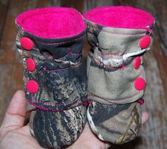 Camo Baby Booties/baby girl camo.READY TO by Maxinessewnsew #camobabybooties #camobabygirl #pinkcamo
