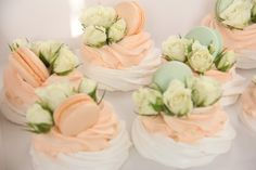 Десерт Павлова – легенды и факты Small Desserts, Mini Desserts, Plated Desserts, Lemon Crinkle Cookies, Meringue Cookies, Pistachio Dessert, Pavlova Cake, Culinary Arts, High Tea