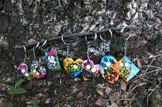 Llaveros en totumo hechos a mano, están resinados para que sean más resistentes
