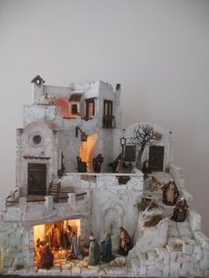 In Italy, it is traditional to build the whole crèche scene, as large as possible and in great detail. Christmas Crib Ideas, Christmas Tea, Merry Little Christmas, All Things Christmas, Christmas Holidays, Christmas Crafts, Christmas Ornaments, Diy Nativity, Christmas Nativity Scene