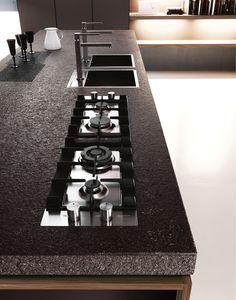 Il piano in porfido è caratterizzato da un alto spessore: per una cucina grintosa e di carattere.