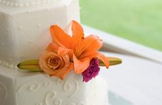 Wedding-Cake-with-Orange-Lily460x300.jpg (460×300)