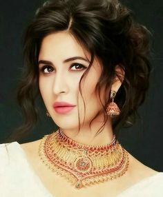 Katrina Kaif Wallpapers, Katrina Kaif Images, Katrina Kaif Photo, Most Beautiful Faces, Beautiful Hijab, Beautiful Women, Beautiful Bollywood Actress, Beautiful Indian Actress, Beautiful Girl Wallpaper
