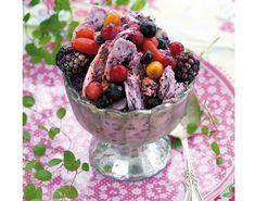 Frisk og smakfull iskrem av blåbær Ice Cake, Frisk, Sorbet, Fruit Salad, Acai Bowl, Oatmeal, Ice Cream, Snacks, Breakfast