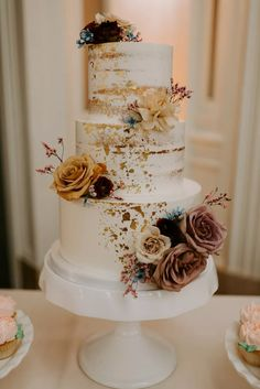 30 Wedding Cakes We're Loving for Fall Wedding Season We love the idea of a seasonally inspired wedding cake, so our editors searched far and wide to find 30 wedding cakes that are perfect for fall wedding season. Wedding Cake Rustic, Fall Wedding Cakes, Wedding Cakes With Flowers, Elegant Wedding Cakes, Beautiful Wedding Cakes, Wedding Cake Designs, Boho Wedding, Dream Wedding, Elegant Cakes