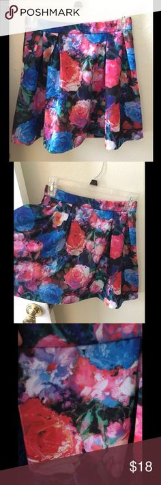 High-Waisted Floral Skirt Bright and happy skirt, thick material, keeps its shape Express Skirts