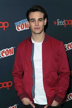 Alberto Rosende was snapped at 'Shadowhunters' during the 2016 New York Comic Con at Javitz Center in New York City. Shadowhunters Actors, Times Square New York, Simon Lewis, Chicago Shows, Isabelle Lightwood, Light Of My Life, Malec, Shadow Hunters, Movies
