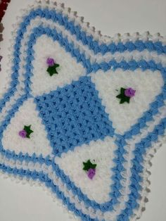 HUZUR SOKAĞI (Yaşamaya Değer Hobiler) 3d Pattern, Crochet Squares, Filet Crochet, Crochet Flowers, Special Gifts, Blanket, Knit Crochet, Farmhouse Rugs, Scrappy Quilts