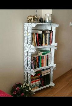 Dıy (do it yourself) - Kitaplik Crate Bookcase, Bookshelves, Wood Projects, Projects To Try, Crate Furniture, Diy Cardboard, Pinterest Diy, Wood Crates, Diy Home Decor