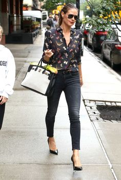 fcb8e3f13c6 Model Heidi Klum looks amazing in her Skinny Jeans in Dirty Black with a  butterfly shirt
