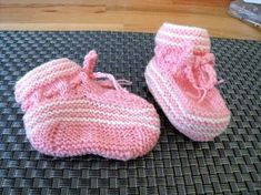 Baby Knitting Patterns Booties Knitted Baby Shoes – No Needleplay – Incl. Knit Baby Shoes, Knit Baby Booties, Crochet Shoes, Baby Boots, Baby Knitting Patterns, Crochet Patterns, Knitted Slippers, Knitted Hats, Crochet Pullover Pattern