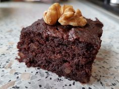 Tasty treats with this healthy brownie. A brownie with zucchini sounds a bit crazy but is so delicious! are you going to try it too? The post Brownie with zucchini healthy snacking! appeared first on Dessert Factory. Oreo Brownies, Healthy Brownies, Vegan Brownie, Brownie Desserts, Vegan Cake, Brownie Recipes, Candy Corn, Fig Cake, Cream Cheese Brownies