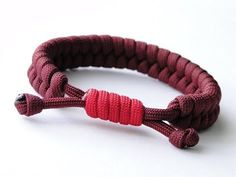 How to Make a Rastaclat Style Fishtail Paracord Survival Bracelet/Common Whipping Sliding Knot Fishtail Bracelet, Bracelet Knots, Bracelet Crafts, Paracord Bracelets, Survival Bracelets, Knots For Bracelets, Knotted Bracelet, Paracord Tutorial, Bracelet Tutorial
