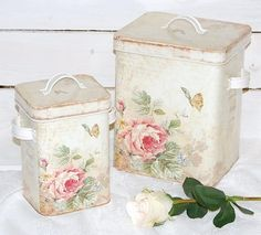 shabby chic idea - made with decoupage Cottage Shabby Chic, Style Shabby Chic, Shabby Chic Vintage, Rose Cottage, Vintage Tins, Shabby Chic Homes, Cottage Style, Romantic Cottage, Vintage Kitchen