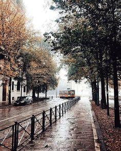 Abbiamo perso #trammilano per un soffio... :-) #milanodavedere http://ift.tt/1I13bh2 foto di : @gabubumon Milano da Vedere